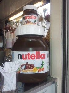 I want to bath in this huge nutella jar Oo
